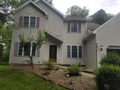 Halfmoon Single Family Home For Sale: 61 Willowbrook Ter