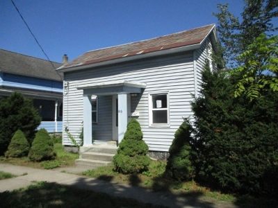 Glens Falls Single Family Home For Sale: 85 Montcalm St