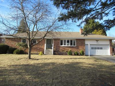 Colonie Single Family Home For Sale: 15 Louise Dr