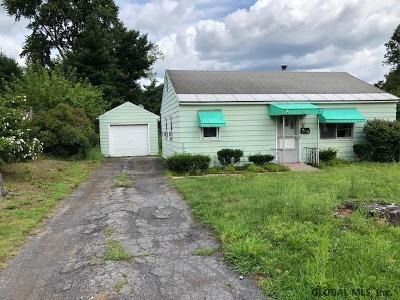Colonie Single Family Home For Sale: 5 Prince Ct