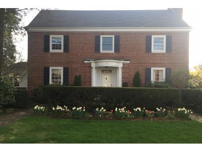 Binghamton Single Family Home For Sale: 43 Crestmont Rd