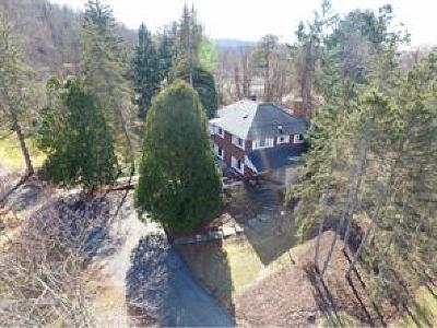 Single Family Home For Sale: 1 Fuller Hollow Rd