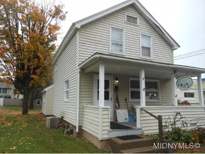 Clinton Single Family Home For Sale: 4 Meadow Street