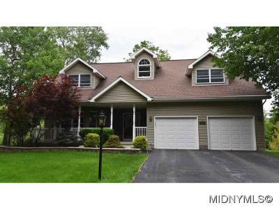 New Hartford Single Family Home For Sale: 12 Briarwood Lane