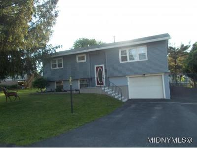 Whitestown Single Family Home For Sale: 13 Marilyn Drive