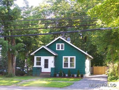 UTICA Single Family Home For Sale: 9 Higby Rd