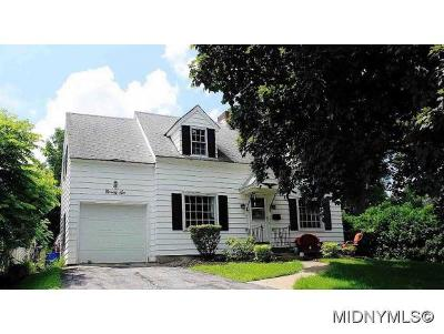 New Hartford Single Family Home For Sale: 96 Hartford Terrace