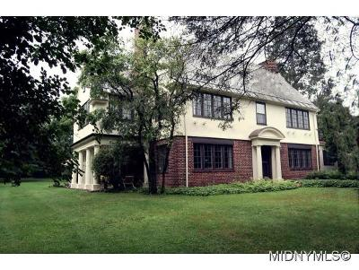 Oneida County Single Family Home For Sale: 1108 Parkway East