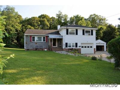 Oneida County Single Family Home For Sale: 4 East Park Ct N