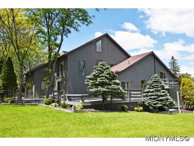 New Hartford Single Family Home For Sale: 5 South Hills Dr