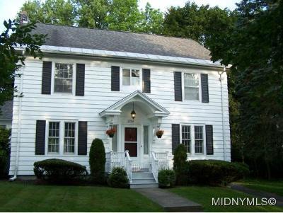 Single Family Home For Sale: 2204 Douglas Crescent
