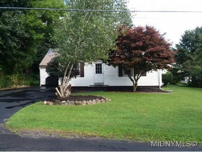Single Family Home For Sale: 122 Hedgewood Pl