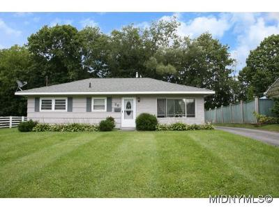 New Hartford Single Family Home For Sale: 26 Arbor Drive