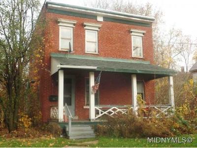 Utica Single Family Home For Sale: 1631 Elm St