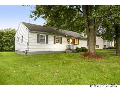 New Hartford Single Family Home For Sale: 9 Bonnie Ave