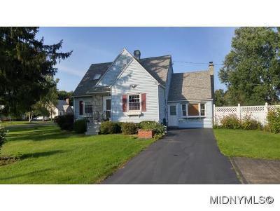 New Hartford Single Family Home For Sale: 200 Washington Drive