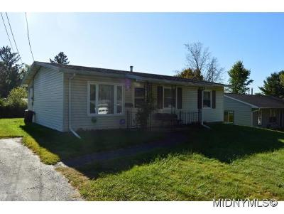 Utica Single Family Home For Sale: 518 Deerwood Rd