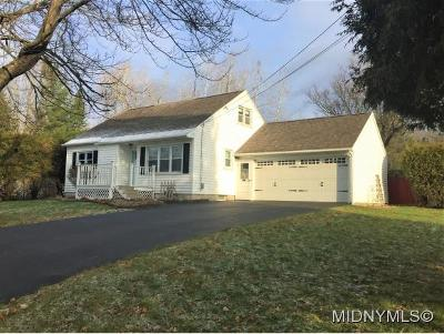 UTICA Single Family Home For Sale: 406 Pinewood Dr