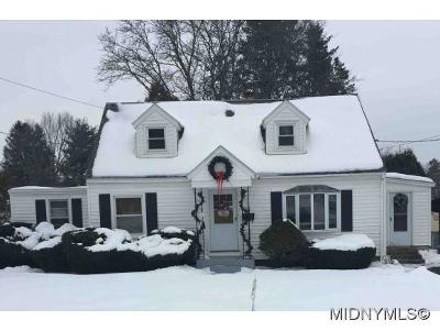 NEW HARTFORD Single Family Home For Sale: 36 Merritt Place