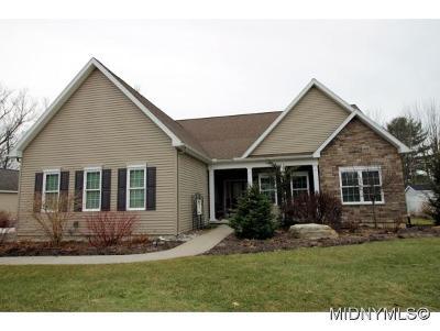 Deerfield Single Family Home For Sale: 204 Daniel Court