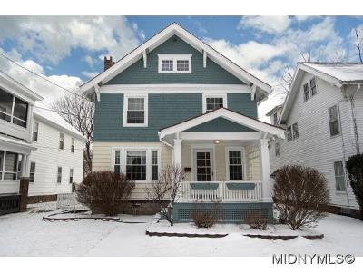 New Hartford Single Family Home For Sale: 8 Huntington Pl