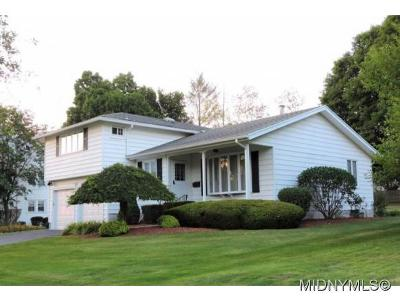 UTICA Single Family Home For Sale: 121 Higby Road