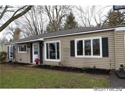 Verona Single Family Home For Sale: 5632 Greenfield Road