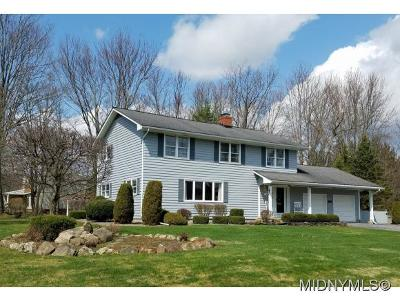 New Hartford Single Family Home For Sale: 14 Tanglewood Road