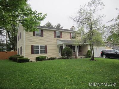 New Hartford Single Family Home For Sale: 8 Barley Mow Run