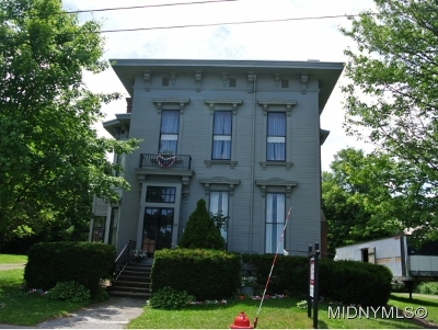 Single Family Home For Sale: 201 Main St