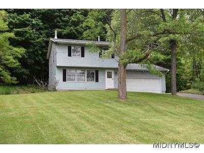 SAUQUOIT Single Family Home For Sale: 2632 Mohawk Street