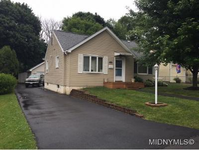 New Hartford Single Family Home For Sale: 18 Allman Pl
