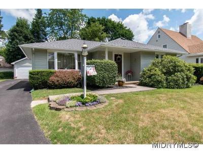 Utica Single Family Home For Sale: 135 Kensington Drive