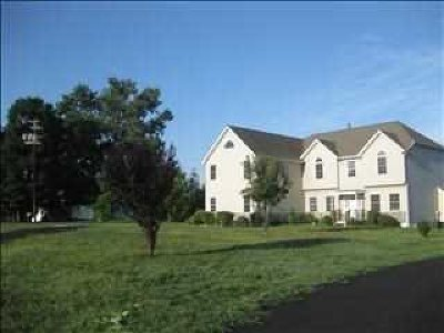 Fishkill Single Family Home For Sale: 191 Old Castle Point Rd