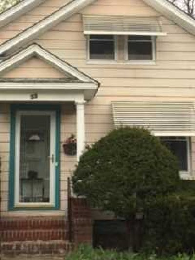 Poughkeepsie City Single Family Home For Sale: 55 Fountain Place