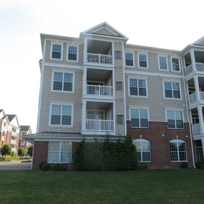 Fishkill Condo/Townhouse For Sale: 724 Regency Dr