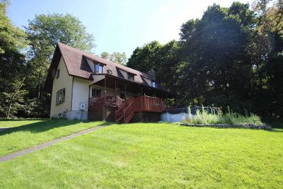 Wappinger Single Family Home For Sale: 32 Amherst Ln