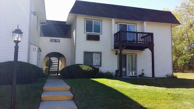 Fishkill Condo/Townhouse For Sale: 15 Club House Dr. #3A