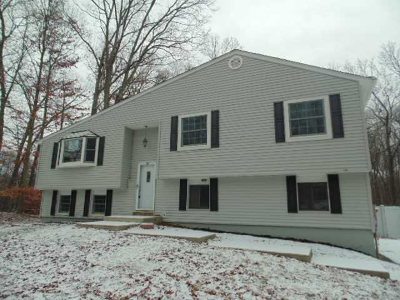 East Fishkill Single Family Home Price Change: 40 Queen Anne Ln