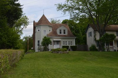 Hyde Park Single Family Home For Sale: 46 Old Post Road