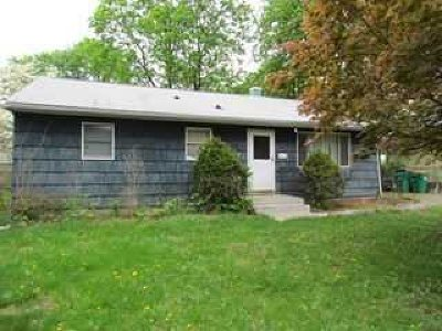 Wappinger Single Family Home For Sale: 25 Meadow Dr