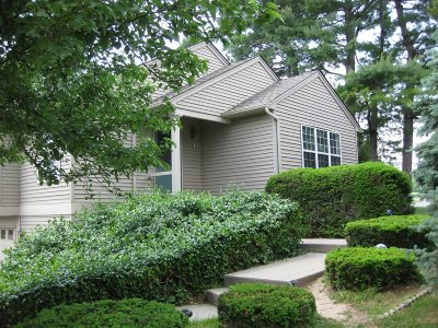 Fishkill Condo/Townhouse For Sale: 144 Elmcrest Dr