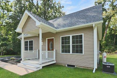 Fishkill Single Family Home For Sale: 7 Victoria Lane