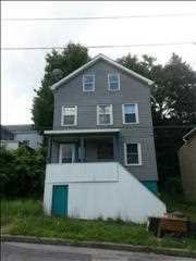 Poughkeepsie City Single Family Home For Sale: 69 Spruce St