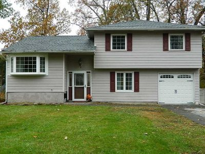 Poughkeepsie City Single Family Home For Sale: 6 Bellmore Dr
