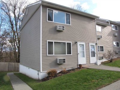 Fishkill Condo/Townhouse For Sale: Fishkill Glen Dr