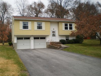 Wappinger Single Family Home For Sale: 18 Dara Lane