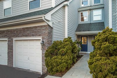 Poughkeepsie City Condo/Townhouse For Sale: 106 Hudson Pointe Dr