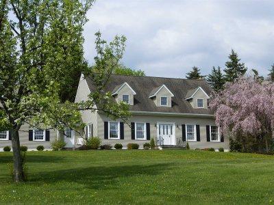 La Grange Single Family Home Continue Showing
