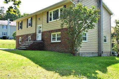 La Grange Single Family Home For Sale: 173 Schoolhouse Lane